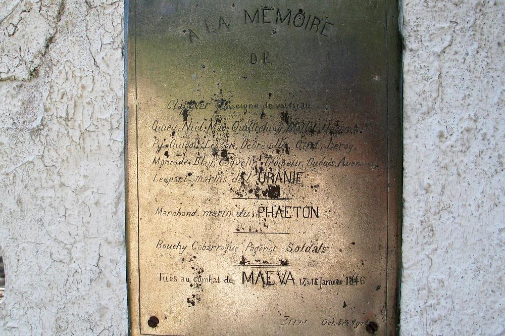 Plaque de la tombe des marins du navire l'Uranie à Maeva