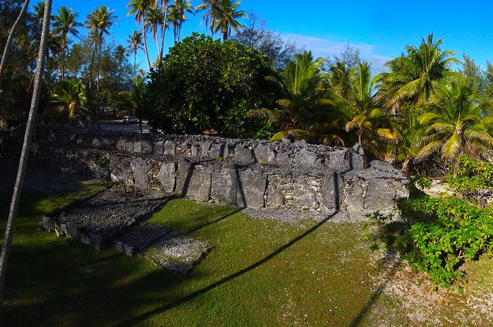 Marae Manunu, à Maeva, Huahine. Photo Pierre Lesage