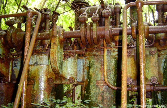 Groupe électrogène de la centrale électrique de Makatea en 2004 © Tahiti Heritage
