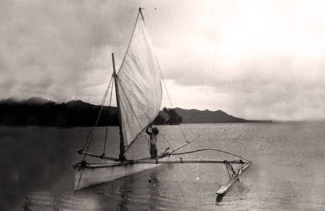 Légende du vieux Haauri. Pirogue à voile à Bora Bora en 1935. Photo Pierre Verger