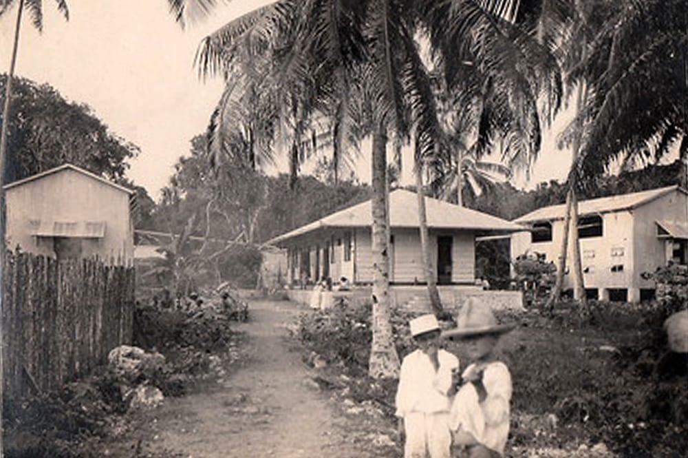 Maisons à Vaitepaua, Makatea, dans les années 1920