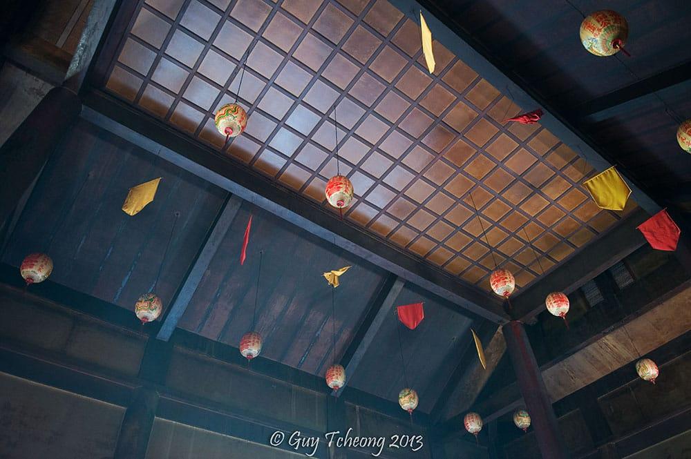 Plafond du temple chinois de Papeete. Photo Guy Tcheong