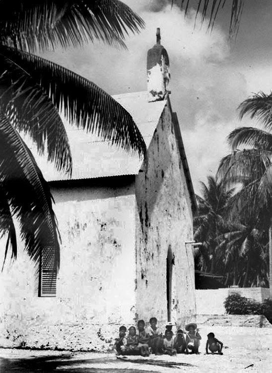 Eglise Saint-Paul de Hititake, à Amanu en 1946. Coll. R Wilcox