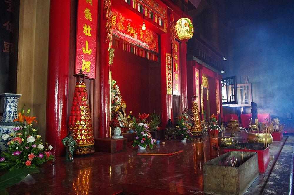 Intérieur du temple chinois de Kanti à Papeete, Tahiti