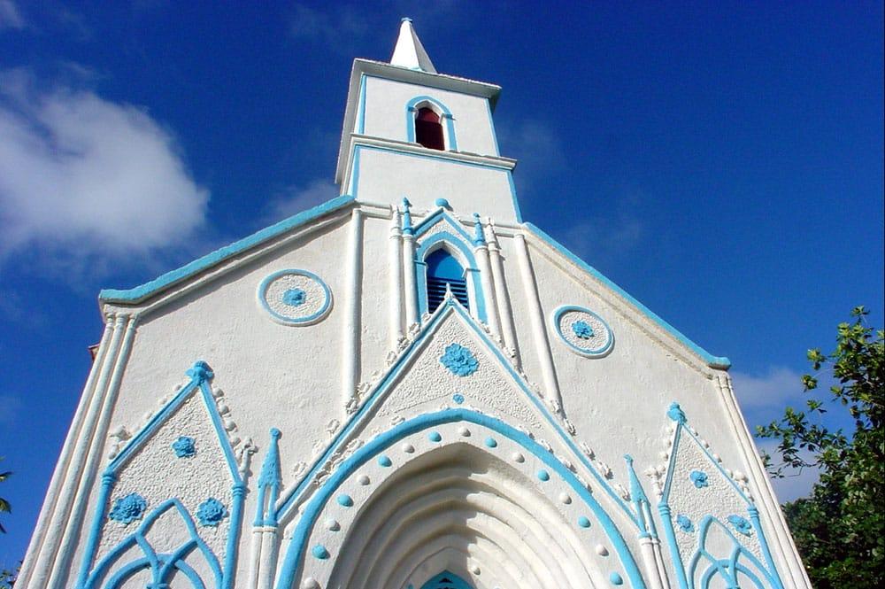 Front de l'église de Taravai - Gambier © Tahiti Heritage