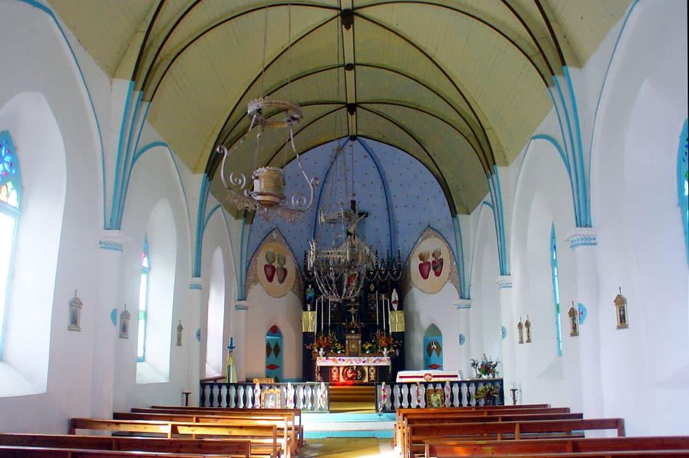 Intérieur de l'église de Taravai - Gambier © Tahiti Heritage