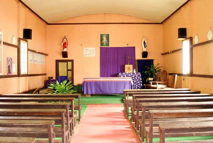 Intérieur de l'église du Sacré-Coeur à Puamau, Hiva Oa. Photo Heidy Baumgartner