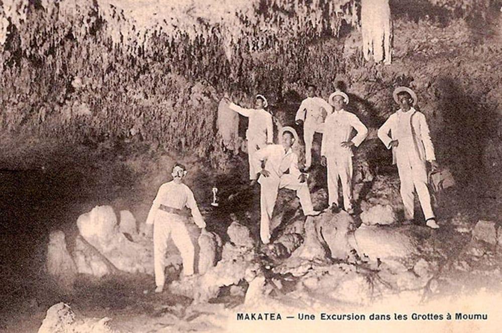 Excursion dans les grottes à Moumu à Makatea
