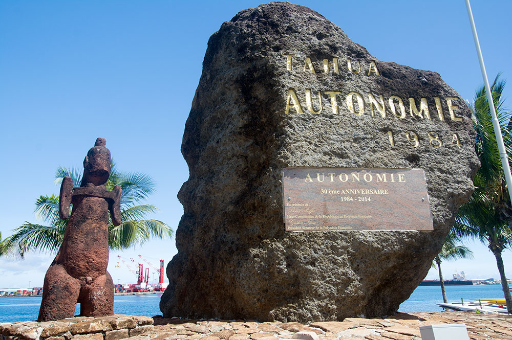 La stèle de l'Autonomie, au Parc Paofai à Papeete en 2014