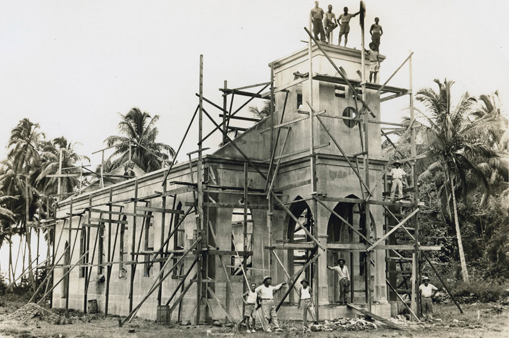Construction du temple de Papenoo en 1933