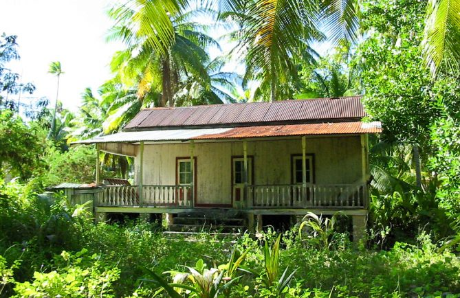 Maison du vieux village Maiai à Tikehau.. 2003 ©Tahiti Heritage