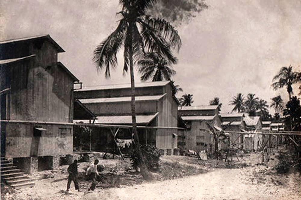 Logements collectifs du village de Vaitepaua, à Makatea vers 1930