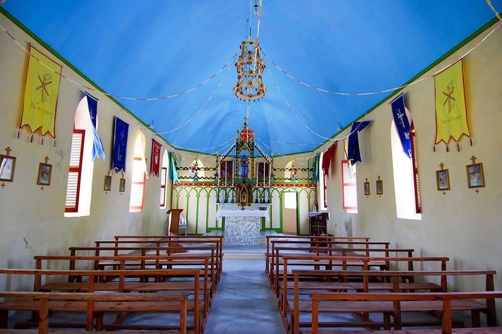Intérieur de l'église de Tetamanu