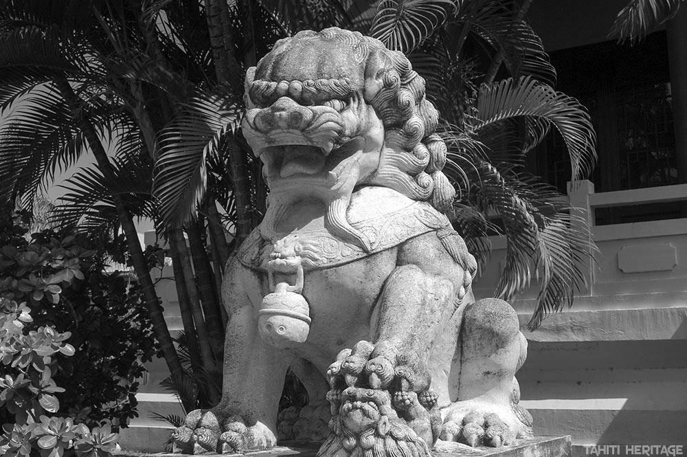 Le lion gardien mâle du temple chinois de Papeete © Tahiti Heritage