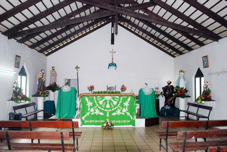 Intérieur de l'église Saint-Lazare d'Orofara, à Mahina, © Tahiti Heritage