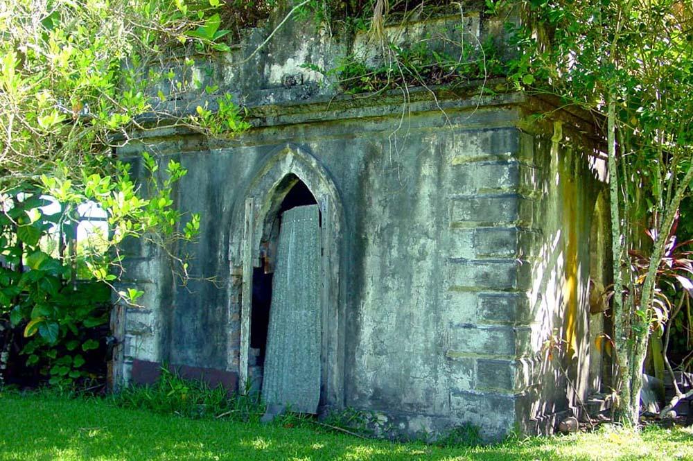 Caveau de la propriété Pito à Mataiea
