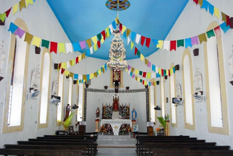 Intérieur de l'église Saint-François Xavier de Takume © Tahiti Heritage