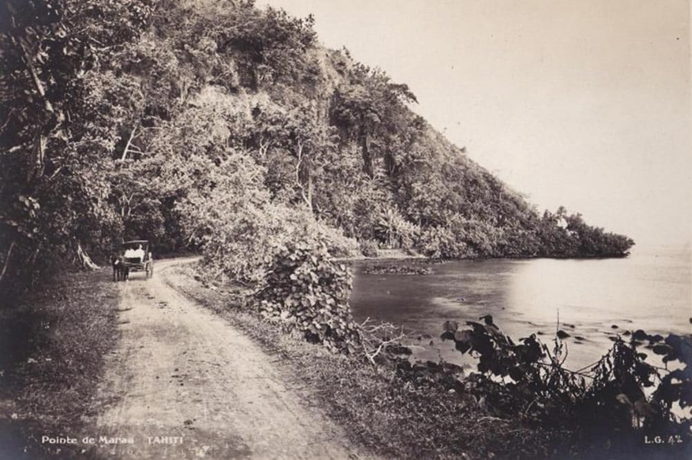 La route de Maraa à Paea, Tahiti vers 1910. Photo Lucien Gauthier