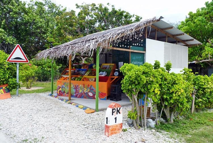 Magasin de fruits et légumes à Rotoava, atoll de Fakarava
