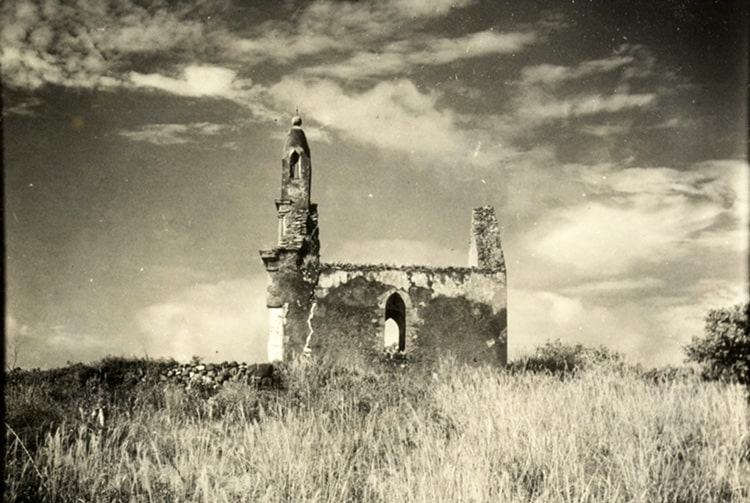 Tombeau du roi à Mangareva en 1934