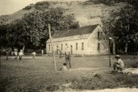 Terrain de foot à Rikitea en 1966