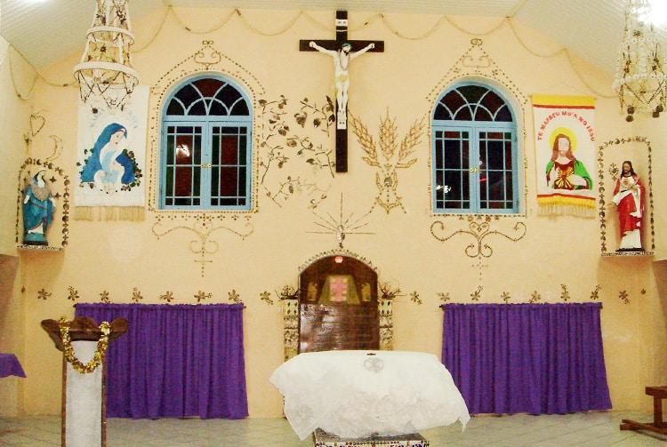 Autel de l'église de Tatakoto, Tuamotu