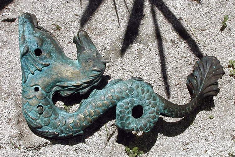 Hippocampe en bronze, vestige d'une épave de Mangareva. © Tahiti Heritage