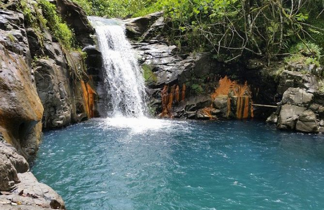 Vasque de la cascade de la Maroto, dans la vallée de Papenoo. Photo Chantal-Alexandre Tahiti Iti