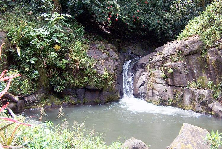 Cascade et toboggan de Vaiumete à Papeari, Tahiti