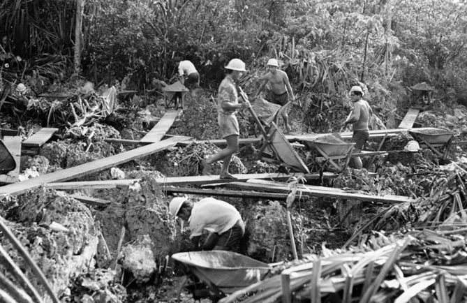 Ouvriers du phosphate à Makatea