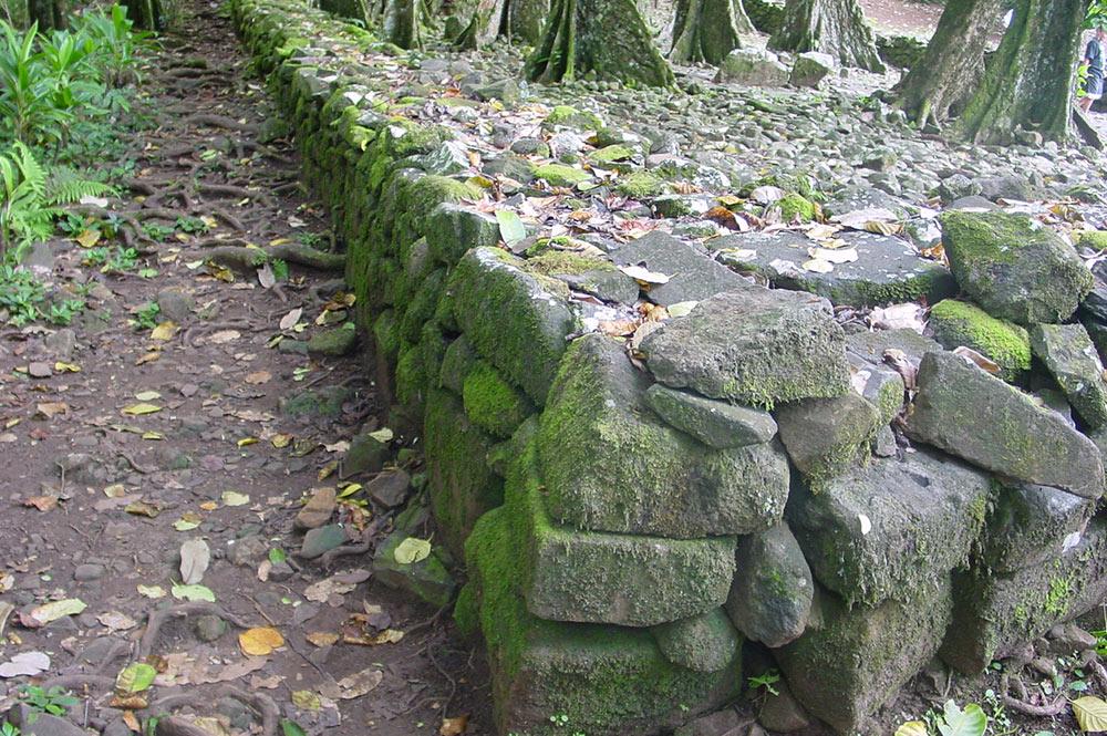 Détail du mur du Marae Tetiiroa, d'Opunohu Moorea