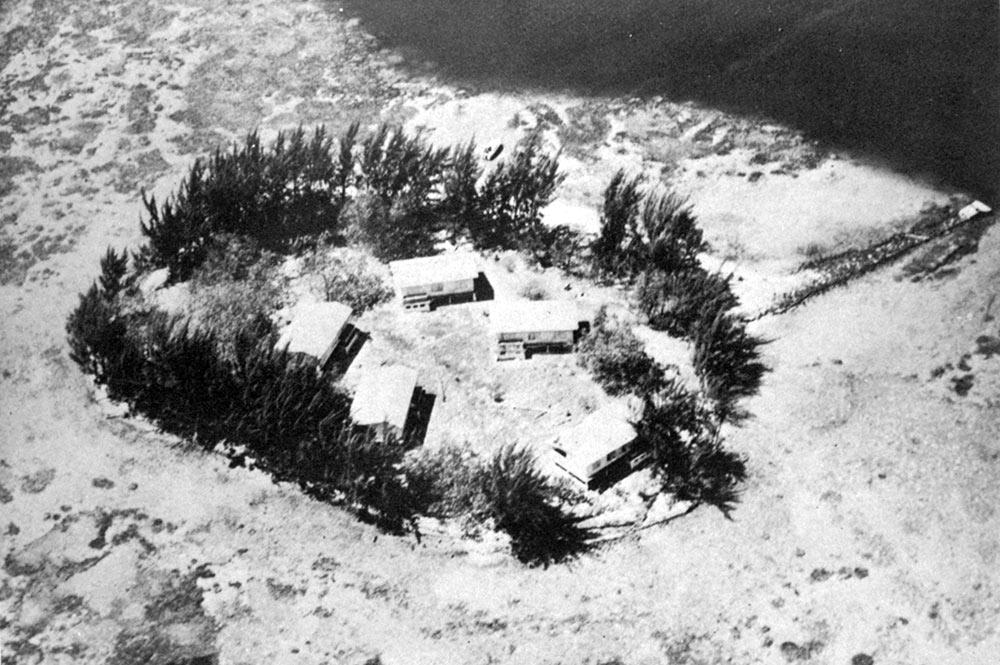 Vue aérienne de Motu Uta en 1949