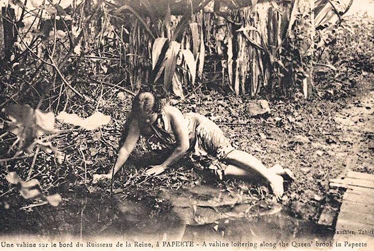 Le bain de la reine à Papeete vers 1910. Photo Lucien Gauthier
