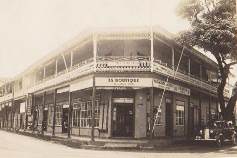 La librairie Klima vers 1936 au coin de la rue Gauguin et du front de mer à Papeete