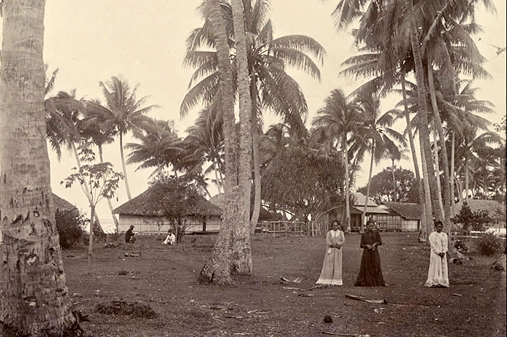 Le village de Tautira en 1900. Photo FRANOM