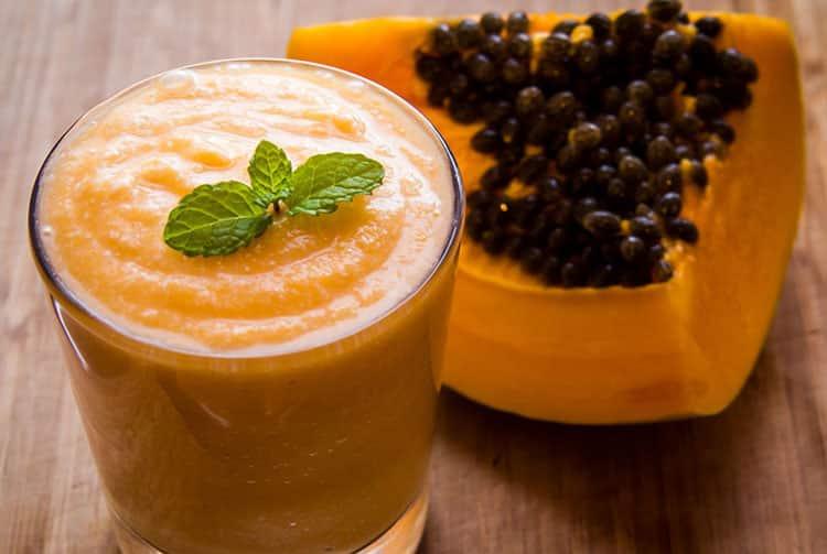 Smoothie papaye et jus de coco