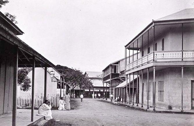 La rue des Beaux Arts en 1897, vue du carrefour avec la rue de l'Est