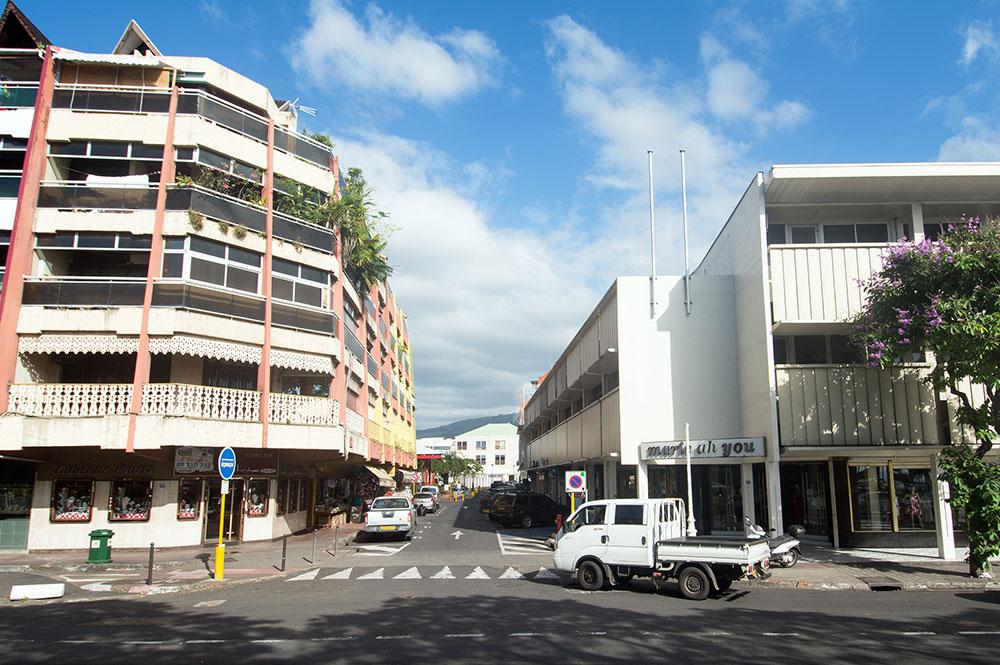 La rue du 22 septembre 1944 (ex Beaux Arts) en 2015 au carrefour coté mer, à Papeete
