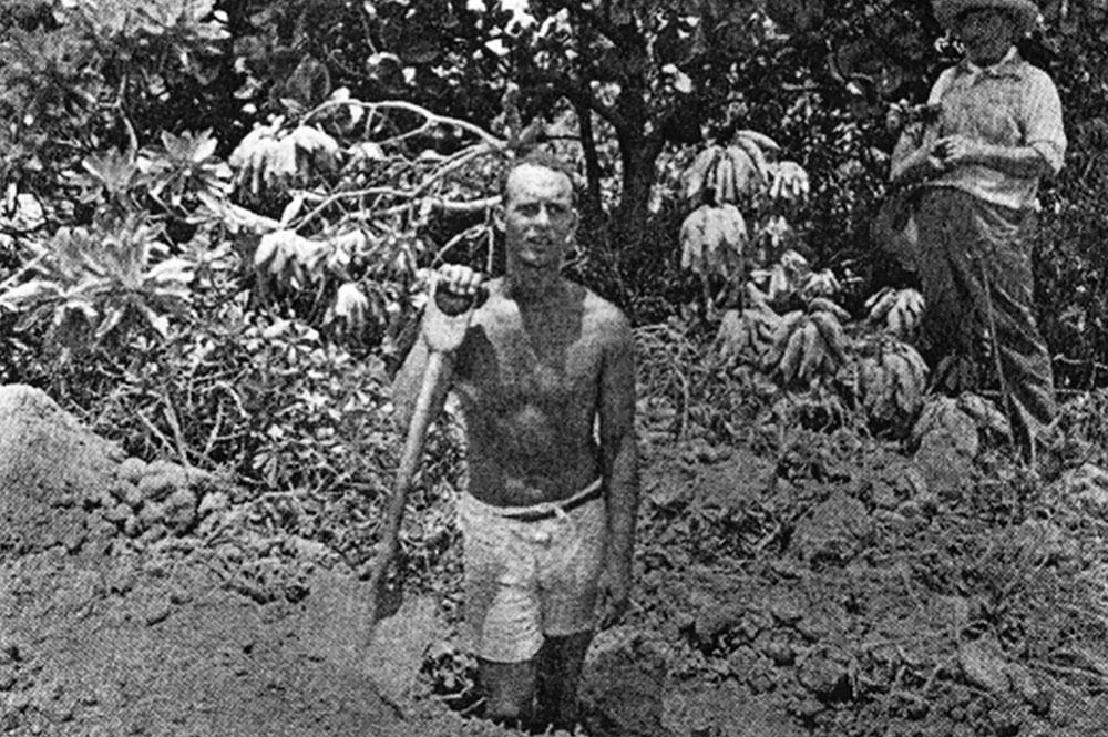 Georges Hamilton sur l'atoll de Pinaki en 1934