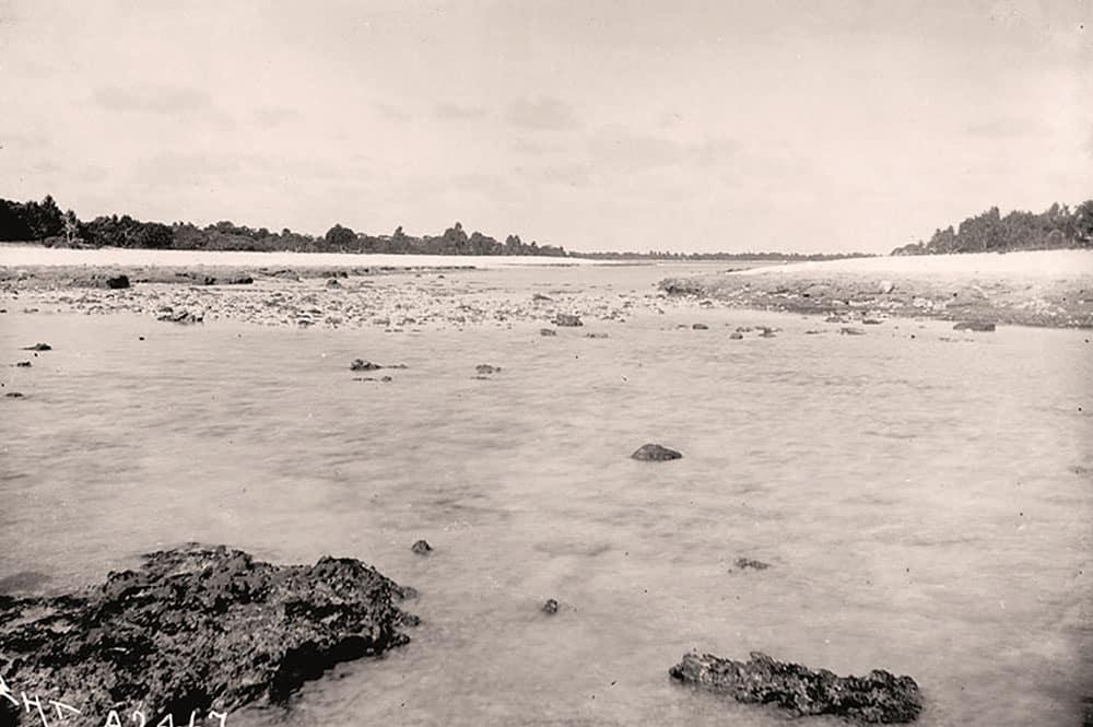 Passe de l'atoll de Pinaki en 1900. Photo Charles Townsend Haskins