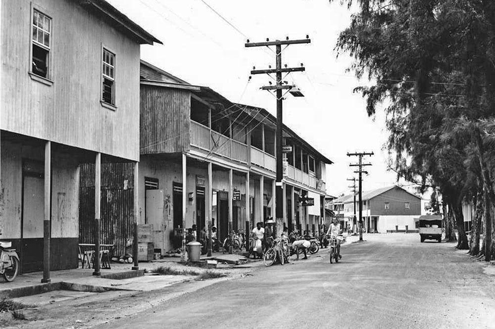 La rue principale d'Uturoa vers 1965