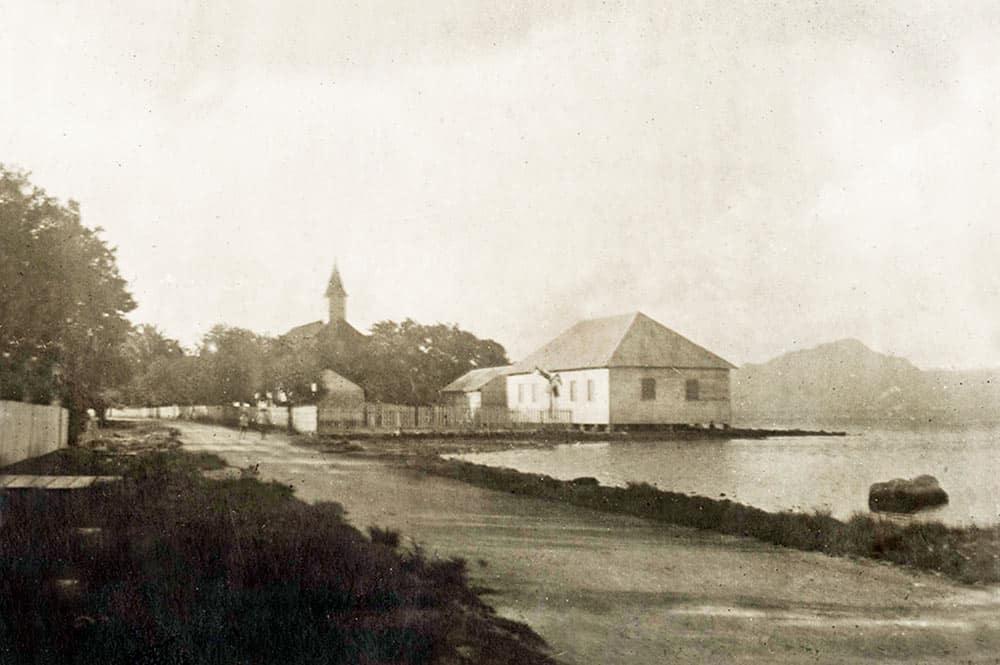 Le temple et l'école de Uturoa en 1921