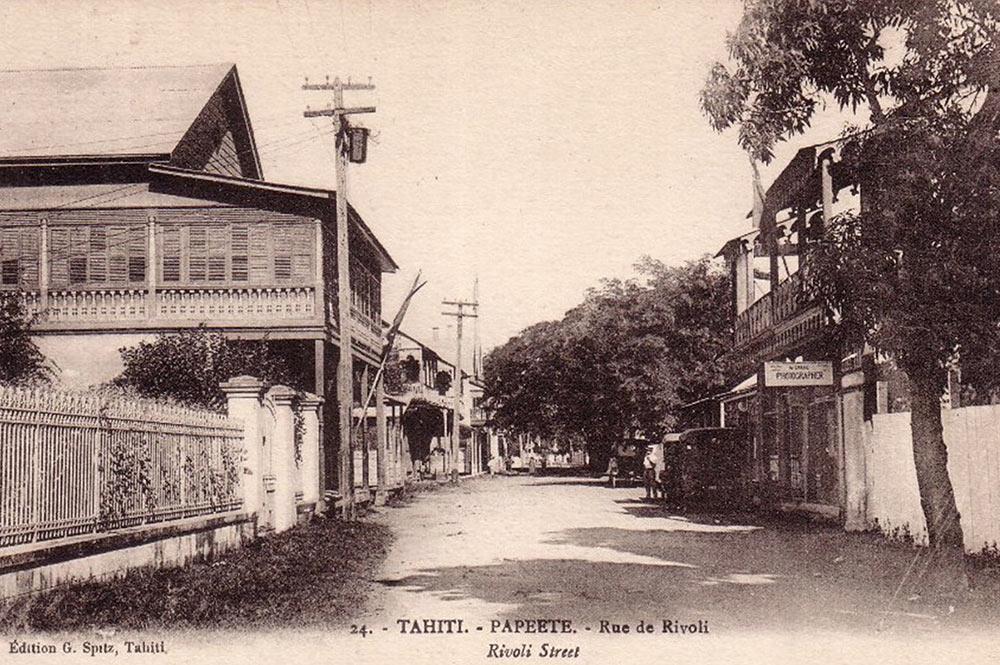 Vers 1900, la vue de Rivoli à Papeete vue depuis la place de la cathédrale.