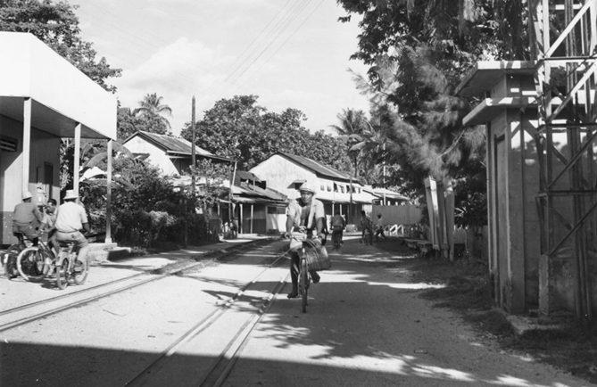 Vaitepaua, Makatea city, en 1962. Photo Molet