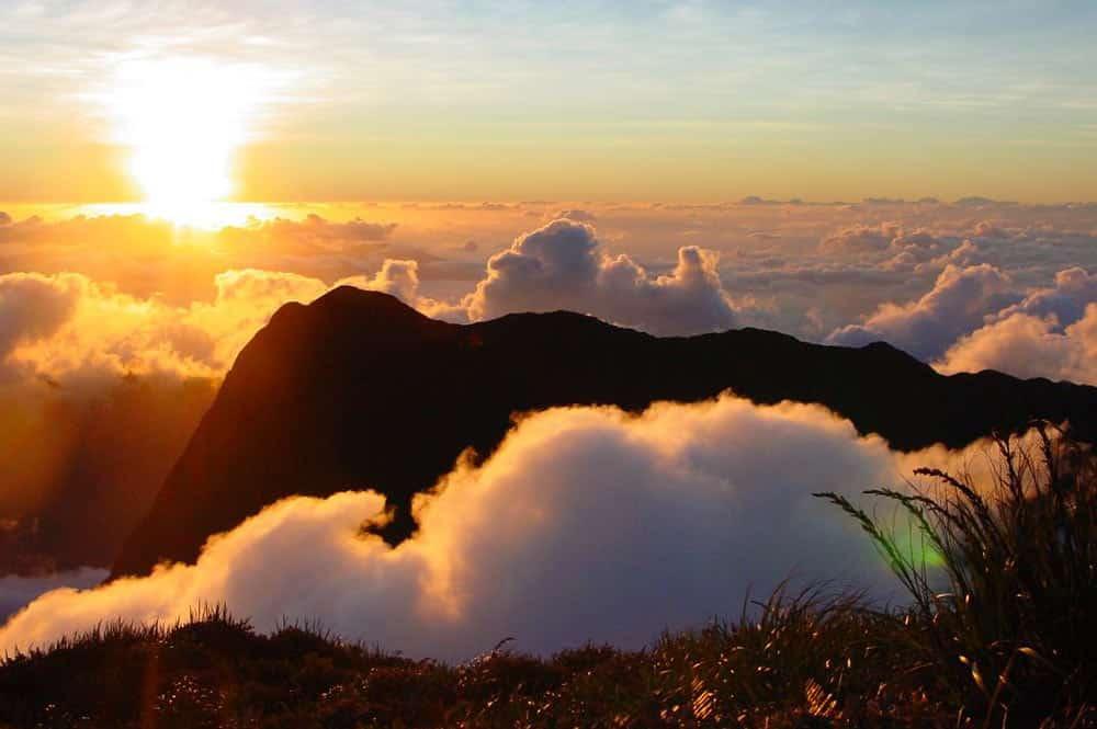 Mont Orohena dans les nuages. Photo Jeff