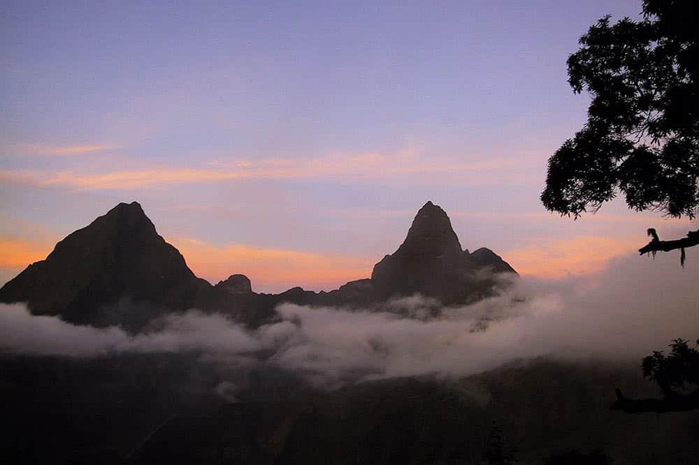 Mont Orohena et Pito Iti de Tahiti.