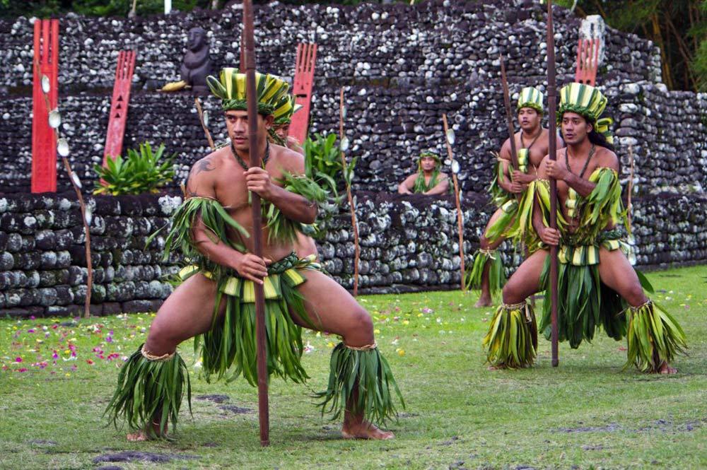 Guerriers Marae Arahurahu de Paea. Photo Yan