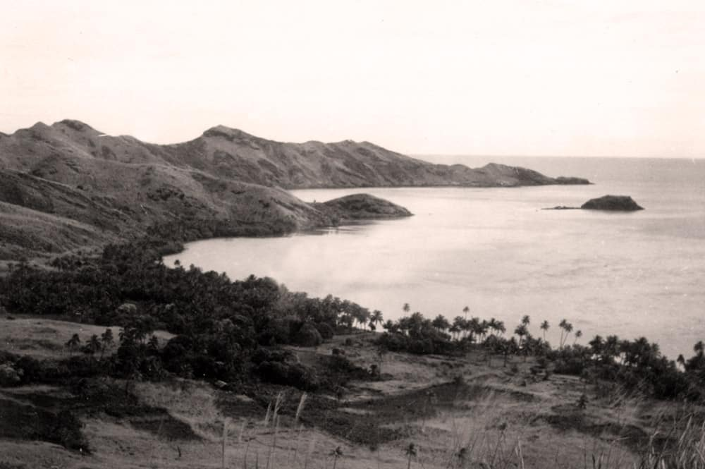 Baie de Rikitea, à Mangareva, Gambier, en 1934. Mangarevan expedition