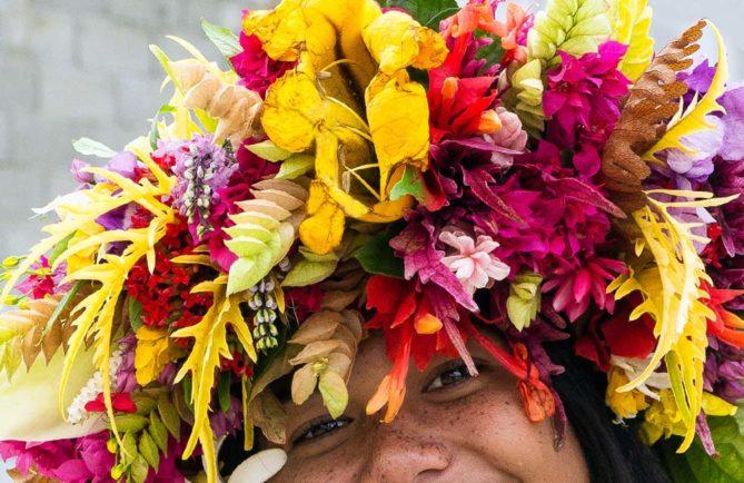 Femme fleur. Photo Rita Willaert Rurutu 2013