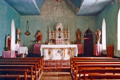 Intérieur de l'église Saint-Paul d'Amanu en 1985. Photo Philippe Reichert